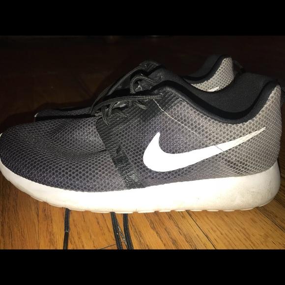 Kids Nike Roshe Run Sneaker
